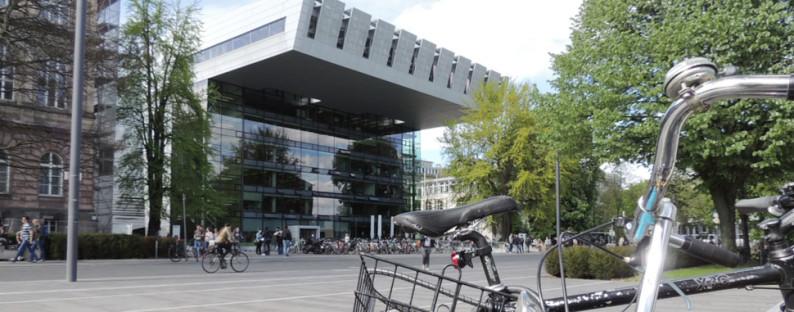 Fahrrad vor RWTH Aachen Super C